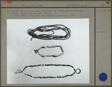 Colliers de perles et bracelet en coquille