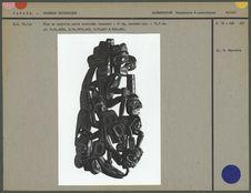 Pipe en argilite noire sculptée