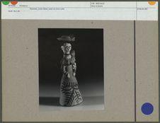Statuette, jeune dame, jouet en terre cuite