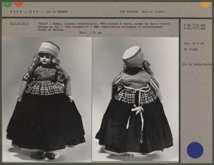 """""""Fren"""" poupée en costume traditionnel"""
