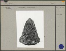 Molette conique en basalte alvéolaire