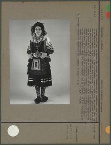Costume porté par les femmes Saracatsanes