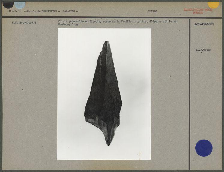Pointe pédonculée en diorite, époque atérienne