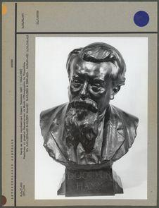 Buste en bronze représentant le docteur Hamy