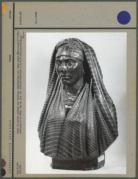 Buste en marbre, femme mulâtresse noire, trois-quarts