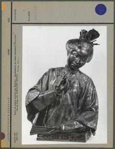 Buste en bronze, femme asiatique, face