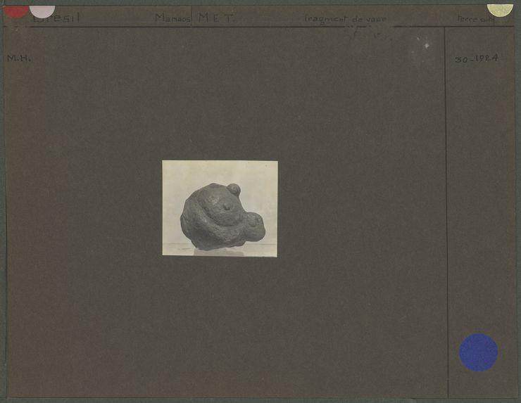 Fragment de vase en terre cuite, tête d'oiseau
