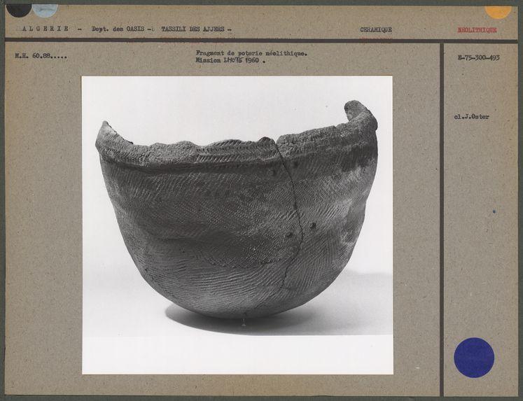 Fragment de poterie néolithique