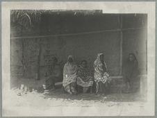 Vieilles femmes Makoa à Nossi Bé