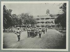 Saïgon. Caserne du n° 11 R.S.C. Défilé de la garde