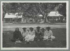Tahiti. Groupe d'indigènes à Paéa