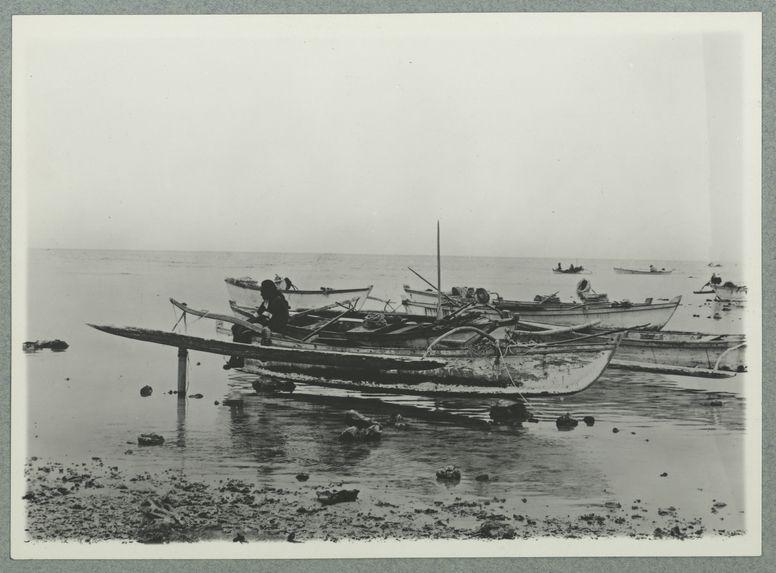 Pirogues de plongée à Tuamotu