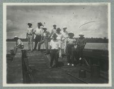 Guyane ; rivière Mana ; bac de la route coloniale n°1 [portrait de groupe]