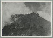 Martinique ; aspect du cratère de la Montagne Pelée en 1902.
