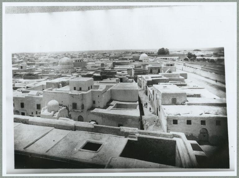 Tunisie [vue générale d'une grand ville]