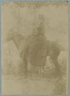 Sans titre [cavalière]