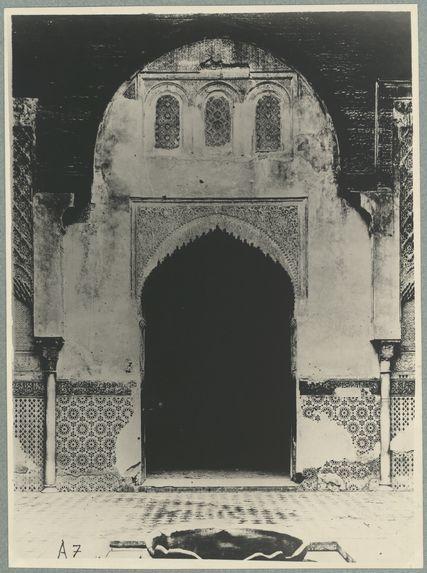 Fès. Medersa . Attarine. Façade côté mosquée