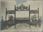 Annam. Hué. Palais impérial. Les portiques de bronzes et la salle du trône