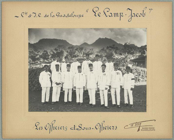 """Cie d'l. P. de la Guadeloupe """"Le Camp Jacob"""". Officiers et Sous-Officiers"""