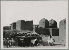 Bandiagara. Gouala et grenier à mil