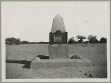 Goundam. Monument élevé sur les lieux du massacre de la colonne Bonnier