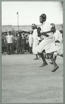 Marrakech [groupe d'hommes jouant de petites cymbales]