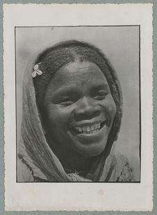 Hoggar. Jeune négresse originaire d'In-Sabah