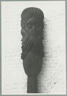 Bâton [sommet avec une représentation anthropomorphe]
