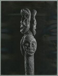Bâton [sommet avec une représentation anthropomorphe].