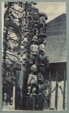 Poteaux présentés à l'exposition coloniale de 1931
