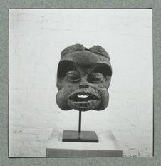 Masque de la société Troh réalisé par le sculpteur Atem