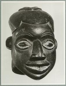 Masque de jeune fille Ngoyn. Style de Bekom