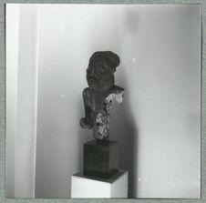 Statue fragmentaire de prisonnier