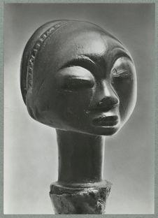 Kopf einer zeremonialaxt. Holz, Baluba, Südostkongo [tête Luba sculptée]