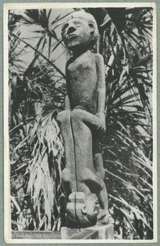 Sans titre [sculpture d'un tombeau sakalave]