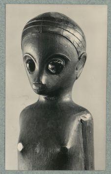 Sans titre [détail d'une statuette anthropomorphe provenant d'un tombeau...