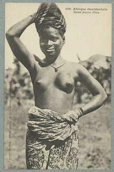Afrique Occidentale. Jeune femme Mina