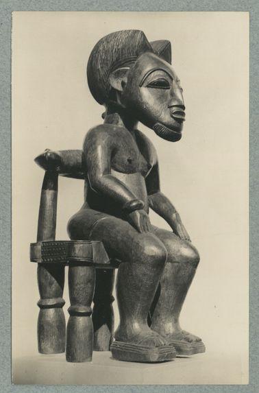 Portrait d'un chef. Sculpture Baoulé de tradition moderne executée par un artisant du Musée