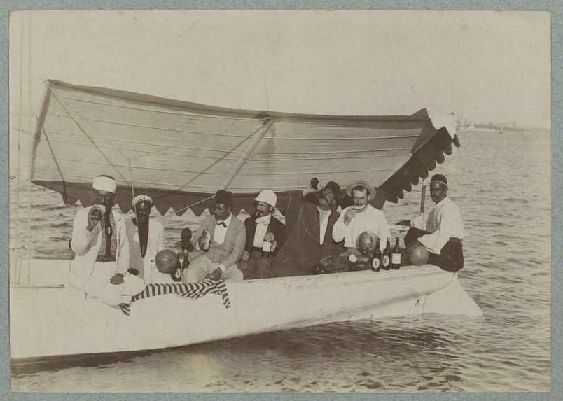 Une partie de barque dans le port d'Alexandrie, par des employés de l'Administration des Domaines de l'Etat