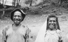 Buang Watut. Mission 75-76. Planche contact de 6 vues avec des portraits