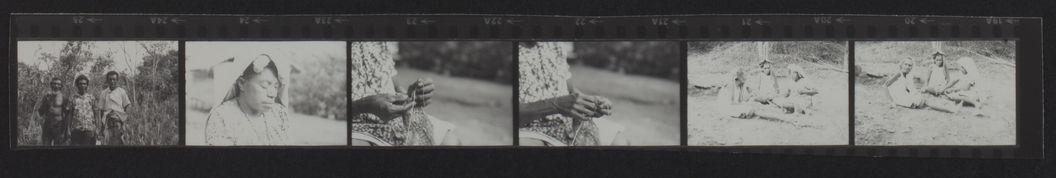 Buang Watut. Mission 75-76. Planche contact de 6 vues concernant la fabrication de filets et des portraits
