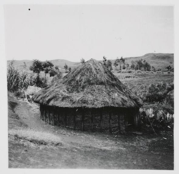 Olgenbeng, Nennga. Une case ronde du village chrétien