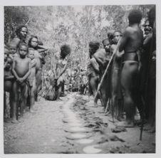 Olgenbeng, Nennga, Mélé. Préparation d'un monga, exposition des Kina