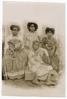 Sans titre [portrait de groupe : quatre femmes]