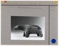 Représentation d'ours en bois