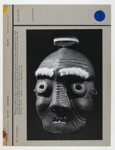 Masque de danse en bois de flottage légèrement noirci à la suie