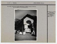 Vers 1930. Pavillon des malades hospitalisés à l'hôpital laotien à Vientiane...