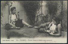 Femmes fumant le Kédillot (pipe commune)