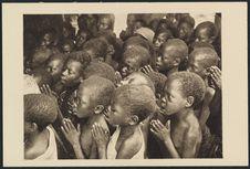 Enfants chrétiens en prière