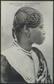 Jeune femme Bétsimisiraka